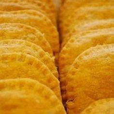 A Sistah Jamaican Food vive e respira a gastronomia Jamaicana: Patties Jerk Sauce saladas jamaica cake sanduiches Chutney... Ficou curioso? Quer conhecer e experimentar? sistahjamaicanfood@Gmail.com.  aceitamos encomendas!!!! #jamaican  #jamaicanfood #culinaria  #gastronomia  #fome  #comida  #errejota by sistahjamaicanfood