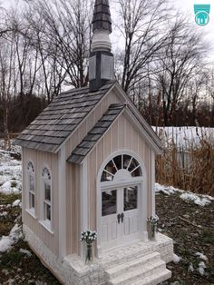scale dollhouse miniature Shabby Chic White country church chapen staged for a wedding. Old Country Churches, Old Churches, Beautiful Space, Beautiful Homes, Villas, Church Pictures, Home Altar, Church Architecture, Church Building