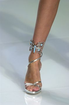 c26c25d6142 Valentino Spring 2004 Runway Pictures - Livingly Chaussures Ouvertes