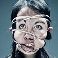 This is weird and creepy - Rubber-Band Portraits Stretch the Limits of Distortion And Pain.