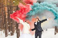"""Wir stellen Euch den Trend """"Rauchfackel"""" genauer vor und zeigen Euch, wie Ihr ihn für Eure Hochzeitsfotos nutzen könnt."""