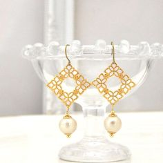Ivory Cotton Pearl Titanium Earrings, Bridal Pearl Earrings, Gold Filigree Earrings, Hypoallergenic Earrings, Bridal Jewelry, Nickel Free ◆Material: Cotton pearl -Cotton pearls are compressed-cotton with pearl coating and the weight is incredibly light. You feel as if you were wearing nothing! It is said that the cotton pearl jewelries appeared around in the middle of 19 century. During Art Deco era, many layers of pearl necklace style was booming, however, the weight of those jewelries…