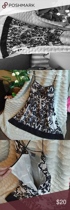 Elegant & flowy dress Beautiful and light with tribal and flower design Ann Taylor Dresses Midi