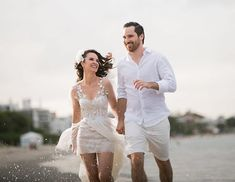 A @manuberger CEO do @terapiadoluxo se casou nessa terça-feira (26.12) com o empresário João Paulo de Toledo. A cerimônia foi pequena e bem intimista para 20 pessoas da família na casa de praia dos pais da Manu no norte da Ilha de Santa Catarina. A noiva optou por um vestido leve e repleto de bordados do @atsandrobarros. Parabéns ao casal! via HARPER'S BAZAAR BRAZIL MAGAZINE OFFICIAL INSTAGRAM - Fashion Campaigns  Haute Couture  Advertising  Editorial Photography  Magazine Cover Designs…