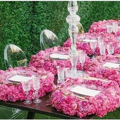 This puts a whole new spin on floral placemats Wedding Trends, Wedding Designs, Wedding Ideas, Wedding Decorations, Table Decorations, Centerpieces, Hot Pink Weddings, Wedding Table Settings, Place Settings