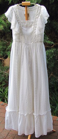 1982 Nightie with Flutter Sleeves Late Vintage 1980s Dresses, Vintage Dresses, Vintage Outfits, New Wedding Dresses, Feminine Style, Night Gown, Fashion Boutique, Designer Dresses, Beautiful Dresses