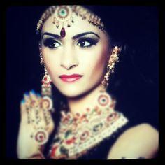 @nikkipreetkaur #indian #bride #bridal #henna #mendhi #jewellery #bling #necklace Bridal Henna, Fashion Beauty, Bling, Crown, Indian, Jewellery, Jewel, Corona, Jewels