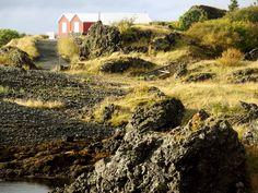 """Negara Islandia yang berada di Eropa bagian Utara ini membuat aku begitu fokus, bagaimana caranya aku bisa berkunjung kemari. Uang di tabunganku enggak begitu banyak, dan gosip tentang biaya pengeluaran di negara ini begitu mahal. """"Bagaimana ya… """", bethinku. Namun, """"dimana ada usaha, pasti ada jalan"""", pepatah lagi. ;-)."""
