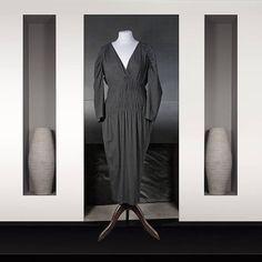 Cavalli : Robe noire en soie Longueur genou Col V devant et dos Drapée à partir de la taille Duster Coat, Jackets, Fashion, Women's Knee Length Dresses, Dress Black, Silk, Human Height, Down Jackets, Moda