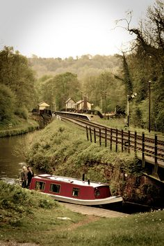 Near Consall Forge on the Caldon Canal. In the distance can be seen the famous waiting room for the left hand track, cantilevered out over the Caldon Canal which immediately behind the platform railings! Barge Boat, Canal Barge, Canal Boat, Floating House, Narrowboat, English Countryside, Boat Plans, Britain, Beautiful Places