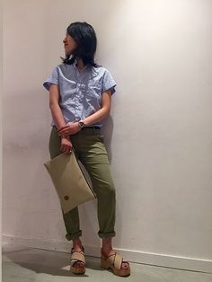 Blouse:La Tiara  Itals:¥9,936- Pants:Mason's:¥24,840- Shoes:FABIO RUSCONI:¥33,480- Bag:IF BAGS:¥8,640- (すべて税込価格)
