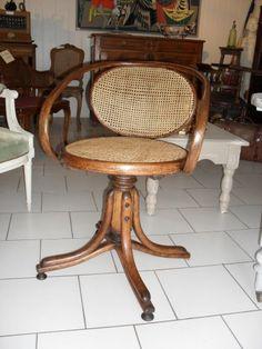 fauteuil de bureau pivotant canné THONET