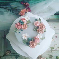 """좋아요 7개, 댓글 1개 - Instagram의 김현주(@hyunjoonara)님: """"#flower #cake 오늘 만든 케잌~~ 맛도 좋고 컬러도 맘에든다~~^^"""""""