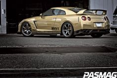 Nissan Skyline GT-R R35 with just stance  http://extreme-modified.com/