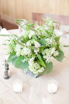 Baby's breath centerpieces. Photography by www.hannahhardawayphotography.com