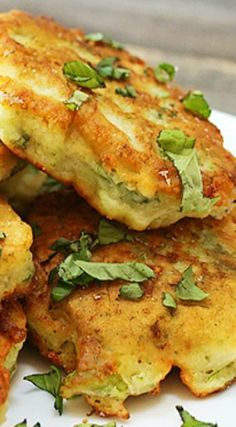 These Zucchini Blossom Fritters by Tk member Katie are wonderfully unique, and contain the delicious flowers that bloom from a zucchini plant before the fruit forms. Side Dish Recipes, Vegetable Recipes, Vegetarian Recipes, Cooking Recipes, Healthy Recipes, Side Dishes, Savoury Recipes, Zucchini Flowers, Zucchini Blossoms