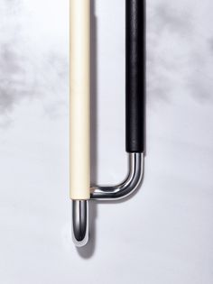 The UNICONTATTO door handle is made from an anti-bacterial, precision material with a supple texture like genuine leather. The elegant, soft design adds color to spaces requiring cleanliness.