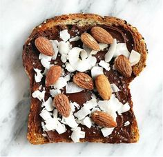Time to toast it up with these four incredible healthy breakfast toast recipes with unique toppings. The perfect on the go breakfast or snack! Healthy Desayunos, Healthy Breakfast Recipes, Healthy Recipes, Healthy Slice, Vegetarian Breakfast, Healthy Lunches, Healthy Breakfasts, Vegan Vegetarian, Breakfast Toast