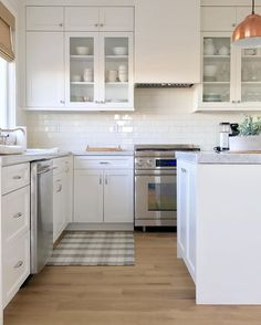 50 Ideas How to Get you Kitchen Ready For Spring Kitchen Reno, Home Decor Kitchen, Interior Design Kitchen, Kitchen Cabinets, Kitchen Ideas, Beautiful Kitchens, Cool Kitchens, Condo, New Homeowner