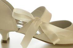 Gabrielli - Roeselare - Ooststraat - feesten - feest - huwelijk - suite - bruid - schoenen - trouwen - collectie - kledij - suitehandtasje - trouwen - feestschoenen - trouwschoenen - kleine lederwaren - regenschermen - pant Gabrielli - Roulers - Ooststraat - fêtes - fête - mariage - suite - mariée - chaussures - mariage - collection - vêtements - pochette suite - mariage - chaussures de fête - chaussures de mariage - petite maroquinerie - parapluies - collants - sacs à mainy