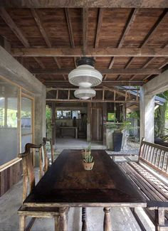 A Filipino Bahay Kubo With Modern Industrial Touches Industrial Chic, Industrial Interior Design, Interior Design Boards, Modern Tropical House, Tropical Houses, Bahay Kubo Design, Filipino Interior Design, Bungalow, Philippines House Design
