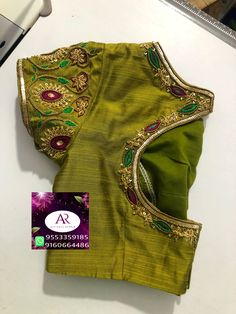 Simple Blouse Designs, Blouse Neck Designs, Blouse Styles, Beaded Embroidery, Hand Embroidery, Maggam Work Designs, Baby Shower Dresses, Blouse Models, Stylish Sarees
