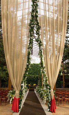 Entrada cerimônia com cortinados - Casamento no campo