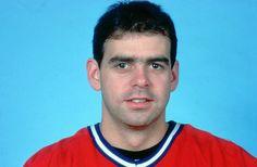 Steve Penney, jeune gardien de but originaire de Ste-Foy au Québec. Il a joué pour les Canadiens de Montréal et les Jets de Winnipeg dans la Ligue nationale de hockey (LNH). Il participe à 76 matchs en saison régulière et 27 matchs en séries éliminatoires avec le grand club entre 1983 et 1986. C'est surtout durant les séries d'après-saison que le choix de huitième ronde de 1980 fait écarquiller les yeux… Hockey Goalie, Hockey Teams, Montreal Canadiens, Nhl, Toronto, Jets, Boston, Images, Hockey Players