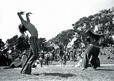 """""""Estávamos em 1969 e já se tinham passado alguns anos desde que a cultura do """"amor livre"""" tinha marchado pelas ruas, sem vontade de recuar. Os hippies apelavam ao poder do amor, a que juntavam o apelo pacifista. «Fazer amor e não guerra» tornou-se um dos slogans mais conhecidos de sempre."""""""