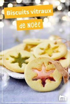 Biscuits vitraux de Noël #biscuits #vitraux #ElleHabiteLa #Marmiton #Aufeminin #Noël #recette Desserts With Biscuits, Köstliche Desserts, Biscuit Cookies, Cupcake Cookies, Raw Food Recipes, Sweet Recipes, Xmas Food, Sweet Tooth, Food And Drink
