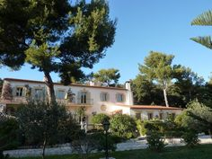 May we present to you http://www.homesud.co.uk/holiday-rentals-villa-NICE-fiche-0544-3.html