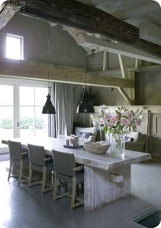 love the whole room,but it wouldn't be the same withouth beams.!!!