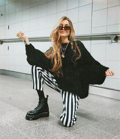 how to style outfits Fashion Mode, Fashion Killa, Look Fashion, Winter Fashion, Fashion Outfits, Womens Fashion, 2000s Fashion, Fashion News, Fashion Online