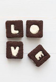 En estos últimos meses os he enseñado algunas de mis recetas favoritas de galletas: las galletas petit-ecolier, las galletas de chocolate con hojas, las ga