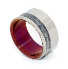 Straight from the heart of California's Central Coast. A burnished wine interior smolders on the inside of this cool California Buckeye band. A unique offset inlay with eye-catching color and classic