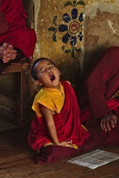 Tibet -- Yawning little monk in training. Buddhist Monk, Tibetan Buddhism, Buddhist Texts, Precious Children, Beautiful Children, Beautiful Live, Little Buddha, Photo Portrait, Tibet