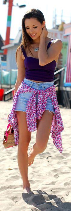 """Meninas,tem peça mais curinga para usar no verão do que o bom e velho shorts jeans?? Esse querido nunca sai de moda, é mega confortável e combina absolutamente com qualquer parte de cima!Então para a folia de carnaval, nada melhor do que planejar looks com ele, certo? O estilo destroyed, aquele cheio de rasgados e … Continue lendo """"Looks com shorts jeans para usar no carnaval"""""""