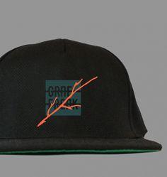 Snapback GRAFFREAK - jeden rozmiar, wiele opcji. Czarna czapka z daszkiem snapback z nowej serii ubrań streetwear - CAT WALK. Z boku wyszywana metka GRAFFREAK. Rozmiar UNI.