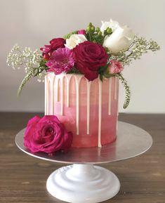#dripcake #handpaintedcake #handpainted #freshflowers #cakepopmafia Hand Painted Cakes, Drip Cakes, Sugar Art, Sweet Cakes, Fresh Flowers, Desserts, Food, Tailgate Desserts, Deserts