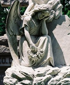 ☫ Angelic ☫ winged cemetery angels and zen statuary - Metairie Cemetery, New Orleans. Cemetery Angels, Cemetery Statues, Cemetery Headstones, Cemetery Art, New Orleans Cemeteries, Old Cemeteries, Graveyards, Metairie Cemetery, Statue Ange