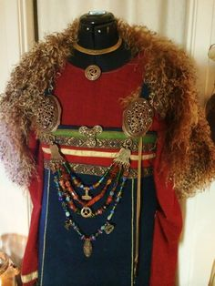 More detail on Viking dress by Toril Sørbøe Rojahn from Norway