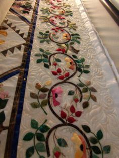 (gorgeous border)  This is one of the most viewed posts on the APQS forum. We can understand why. The quilt is just incredible!
