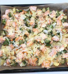 Alt-i-en-laksepanne — Hege Hushovd Salmon Pasta, Fish Dinner, Recipe Boards, Laksa, Serving Size, Pasta Salad, Main Dishes, Seafood, Bacon