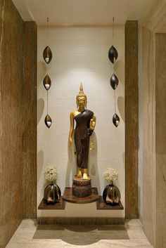 30 Best Temple-Mandir Design Ideas in Contemporary House pooja room Pooja Room Door Design, Foyer Design, Lobby Design, Wall Design, Buddha Statue Home, Buddha Home Decor, Apartment Entrance, House Entrance, Home Entrance Decor