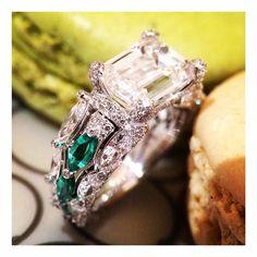 #DeGrisogono #Diamonds #emeralds #ring #emeraldcutdiamond #picoftheday #theiofj #teoj #theeyeofjewelry #emeraldcut #tourbillon #macarons #fashion #luxury #igers #ringaddict #love #beautiful @degrisogono_official by theiofj