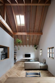 The scandinavian modern seems to be coming out. I like the balance of wood in the floor and the roof. The skylight is also good for the lighting Modern Japanese Interior, Modern Interior, Home Interior Design, Living Room Wall Units, My Living Room, Living Spaces, Japan House Design, Tiny House Design, Zen House