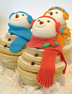 Smiling Snowmen Cookie Stacks- These sugar cookie snowmen will warm your heart with their smiles! | The Monday Box