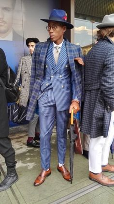 trust yourself — sprezzaturaeleganza: Day 3 - Pitti 89 Source:. Dapper Gentleman, Dapper Men, Gentleman Style, Sharp Dressed Man, Well Dressed Men, Mens Fashion Suits, Mens Suits, Dandy Style, Designer Suits For Men