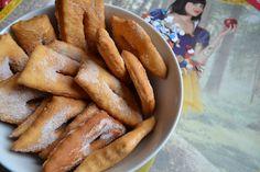 En cette période de Carnaval MonChéri m'a demandé de lui faire des Cenci ! Ce sont des beignets toscans qu'il mangeait lorsqu'il était petit. C'est sa tante qui lui faisait pendant les vacances. J'ai acheté il y a longtemps un recueil de recettes toscanes,...