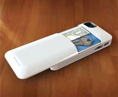 11. Con un compartimiento secreto para guardar tarjetas, llaves y dinero.